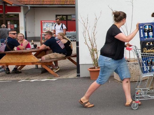 Il paese compra tutta la birra: boicottato il festival neonazista