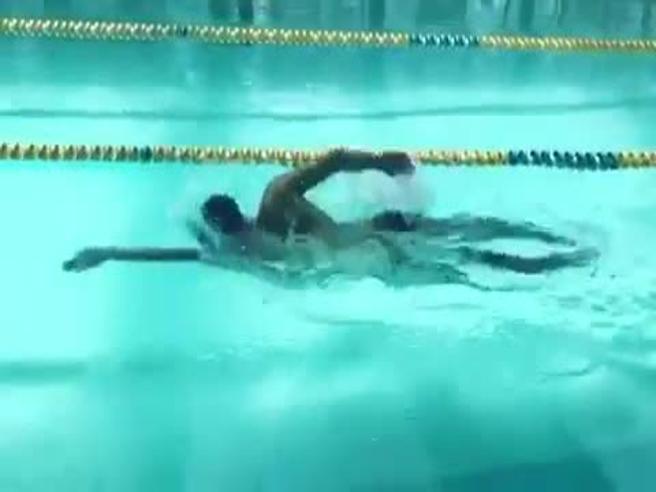 Manuel Bortuzzo torna a nuotare e lancia la sfida a Detti e Paltrinieri: «Nei 50 stile, quando volete»