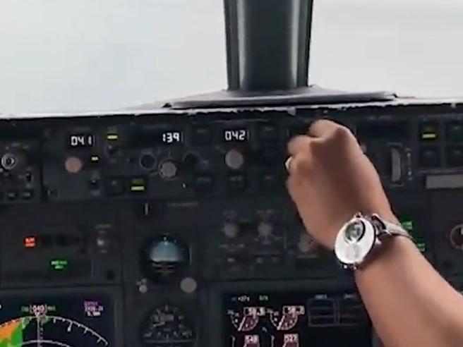 «Siamo troppo bassi», l'allarme del co pilota, poi lo schian
