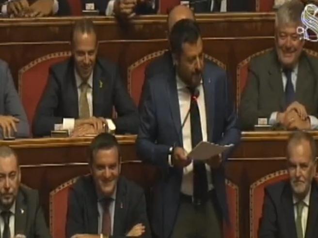 Salvini scatena l'Aula: «Invidio l'abbronzatura di alcuni che sono qui»
