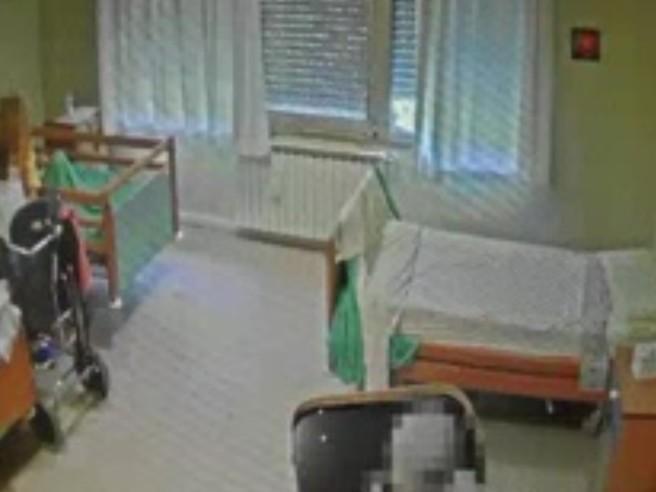 Rovigo, botte agli anziani della casa di riposo: 9 indagati
