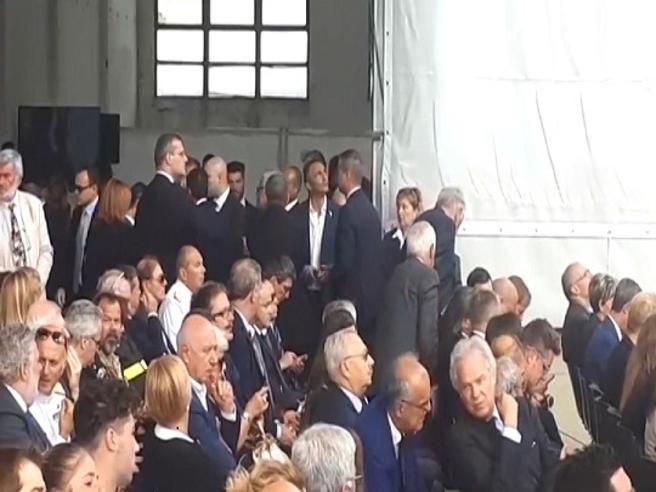 Ponte Morandi, i dirigenti di Autostrade abbandonano la cerimonia