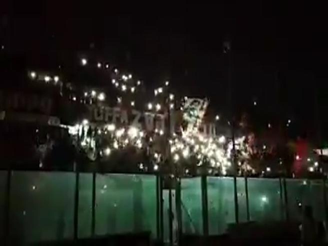 i tifosi del Taranto intonano un coro da brividi