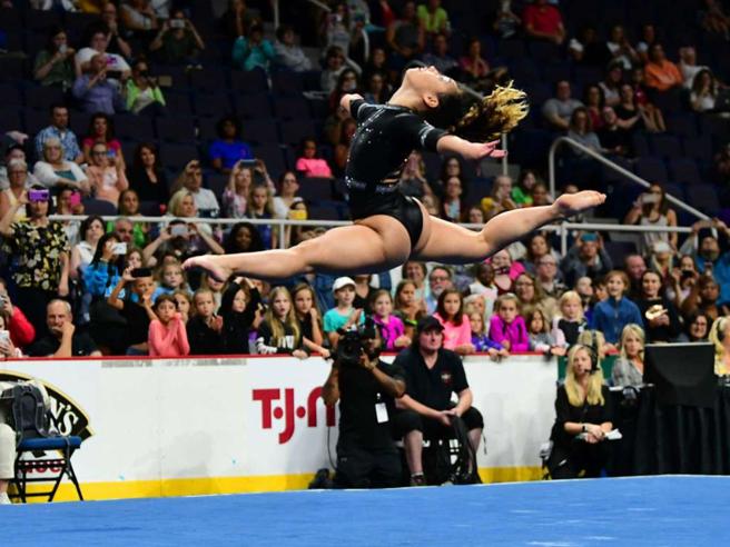Katelyn Ohashi dice addio alla ginnastica: l'ultima esibizione è ancora da tutti 10