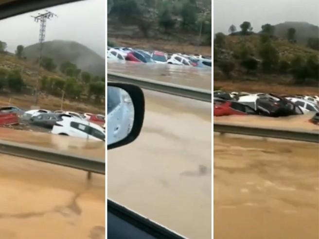 Spagna, allarme meteo: esondano  fiumi auto, due vittime Video