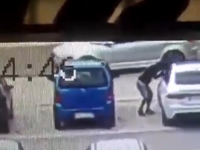 Foggia, furto in meno di un minuto: ecco come il ladro porta via l'auto