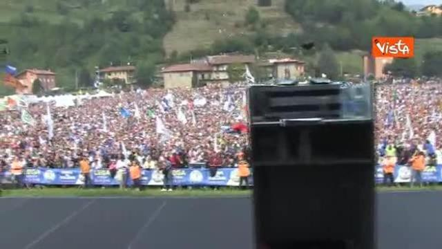 Lega a Pontida, l'ingresso di Salvini visto dal palco