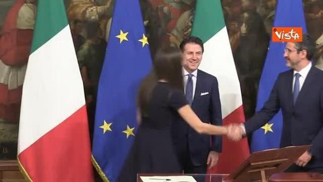 Siparietto Conte-Ascani, la vice-ministra non saluta Chieppa, il premier la richiama