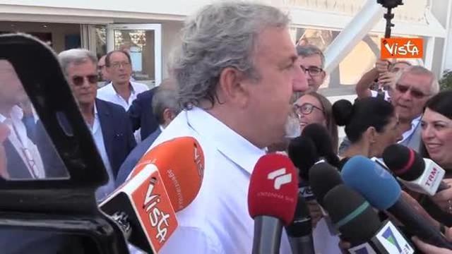Renzi lascia il PD, Emiliano:
