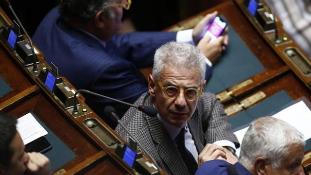 Arresti negati per Sozzani (FI): in aula alla Camera è caos