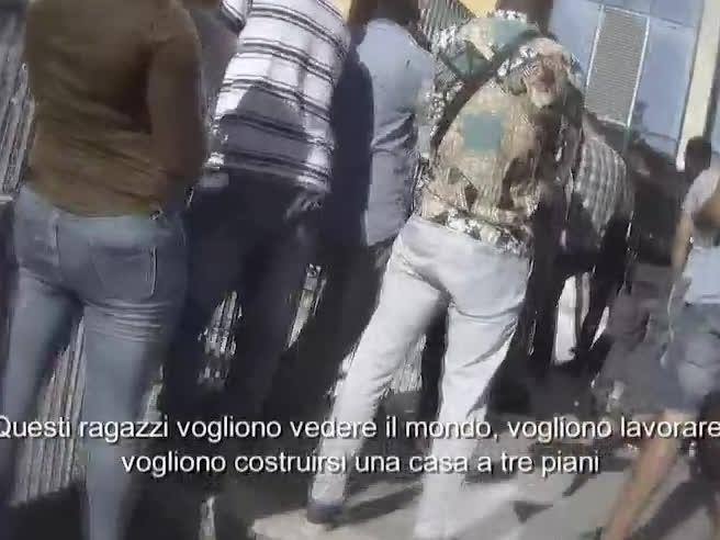 Permessi di soggiorno ai migranti,  l'escamotage dell'orientamento sessuale-Videoinchiesta