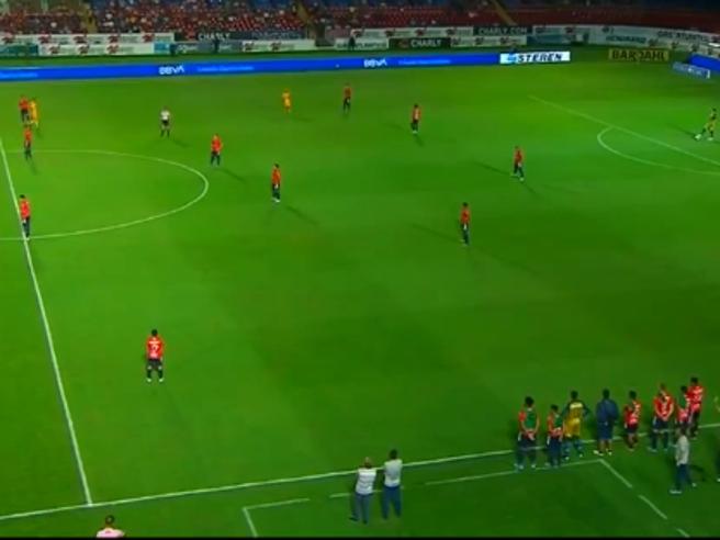 Messico, protesta dei giocatori senza stipendio da mesi: la squadra avversaria intanto va in gol