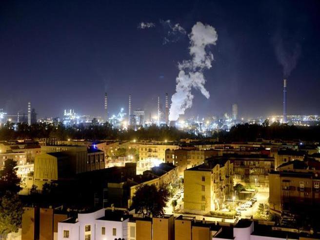 Acciaio o  salute? Il dramma  di Taranto raccontato con i numeri | La videoscheda