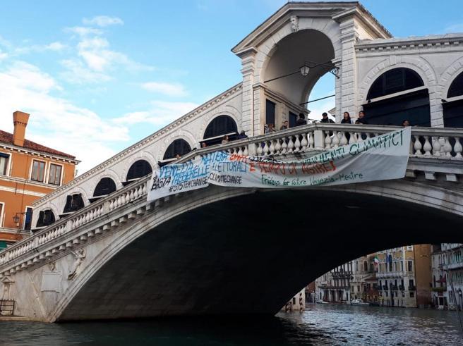 Acqua alta a Venezia: atteso nuovo picco: la diretta da Piazza San Marco