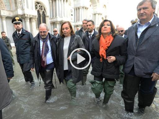 Venezia, Lamorgese e Casellati in Piazza S.Marco: «Tutti uniti per Venezia» - Corriere della Sera