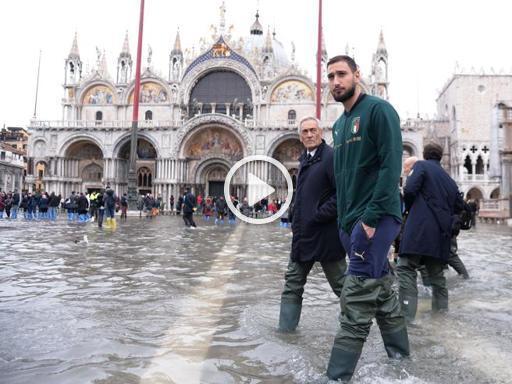 Donnarumma in piazza San Marco: «Porto l'abbraccio degli azzurri ai veneziani» - Corriere della Sera