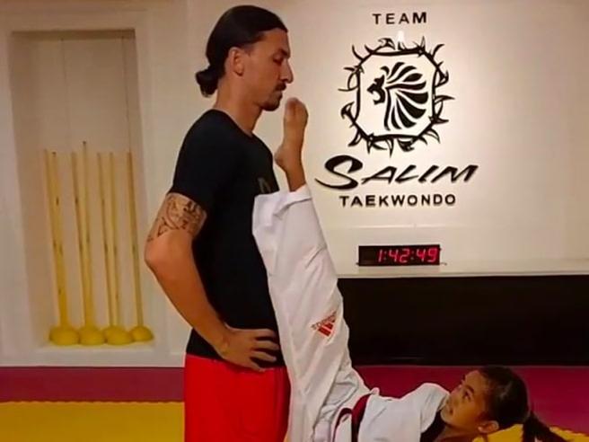 Ibrahimovic, la ragazzina lo sfida a taekwondo