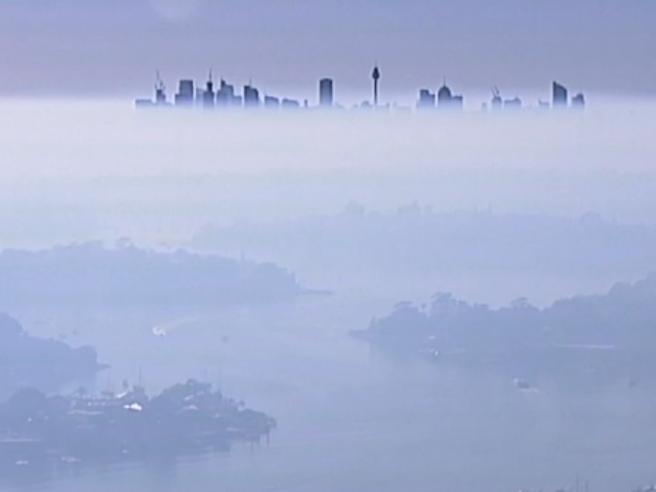 Australia, le immagini surreali di Sydney: la città soffoca sotto il fumo degli incendi