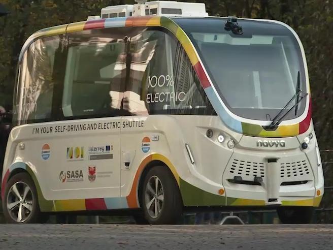 Merano, il primo autobus elettrico senza autista: ecco come funziona
