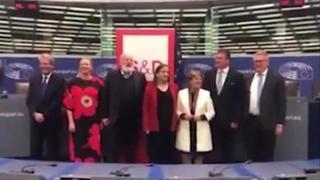 Commissione Ue: Gentiloni e i socialisti cantano «Bella Ciao», il video diventa virale