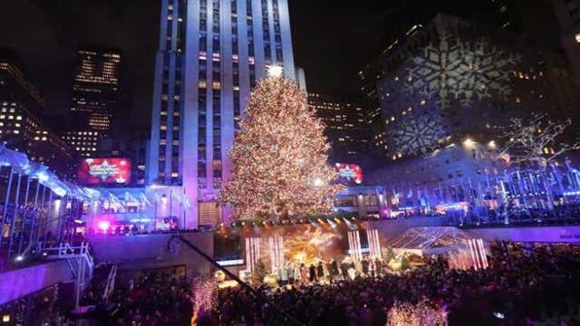 Albero Di Natale New York 2020.L Accensione Dell Albero Di Natale Al Rockefeller Center Di New York Corriere Tv