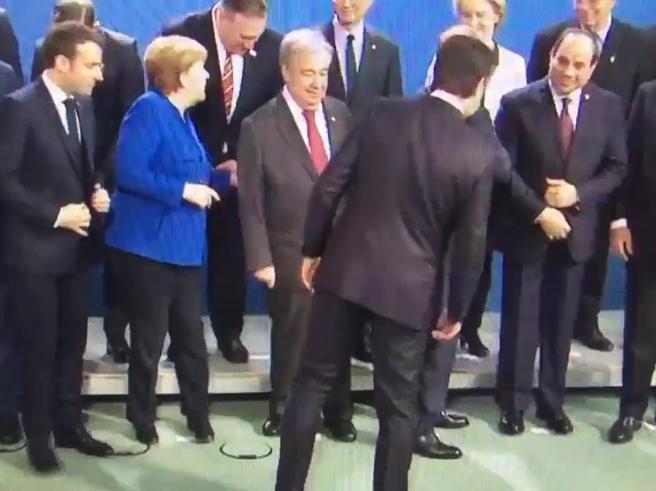 Conferenza Berlino, Conte cerca posto in prima fila ma non lo trova