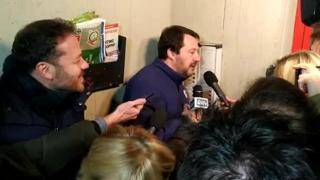 Bologna, Salvini al Pilastro citofona a una famiglia tunisina: «Dicono che spacciate»