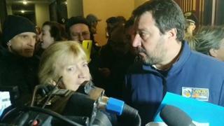 Salvini e la signora Biagini, la sua guida al Pilastro: «Quando esco porto  una pistola». Protesta ufficiale della Tunisia
