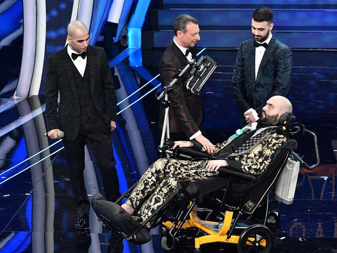 Paolo Palumbo, l'artista malato di sla a Sanremo: «Avete fatto tutto quello che potete per essere felici?» Video
