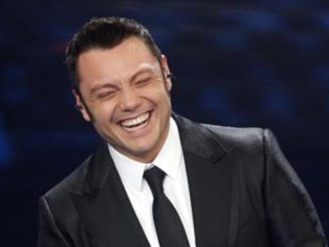 Tiziano Ferro E Fiorello La Frase In Diretta Poi Le Scuse