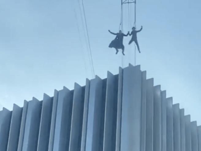 Matrix 4, la spettacolare scena del volo di Neo tra i palazzi di San Francisco