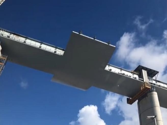 Viadotto di Genova, completata l'ultima pila del ponte: il video