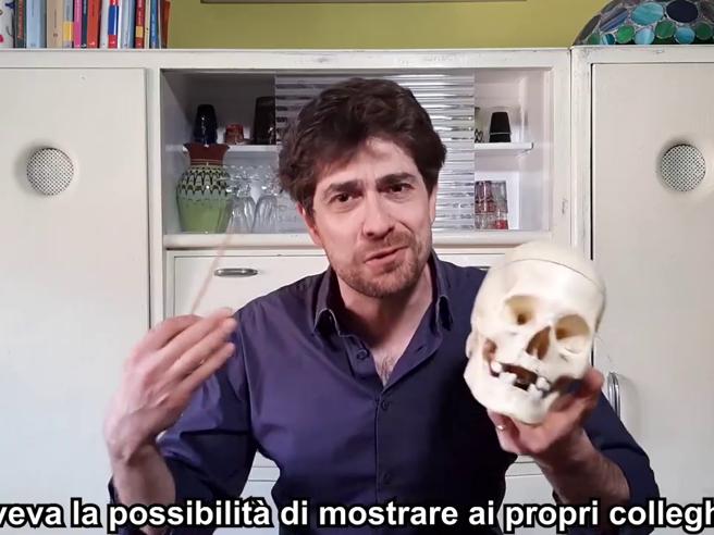 Il video dello smartworker che va forte in Rete: «Che poi in italiano suona come lavoro ganzo»