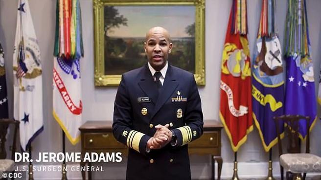 Come farsi una mascherina in 45 secondi: il tutorial del viceammiraglio Usa
