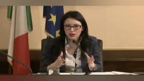 «Lo studente non è un imbuto da riempire», la gaffe della ministra Azzolina