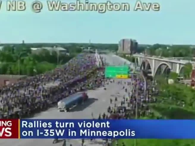 Minneapolis, camion sulla folla in marcia per Floyd: l'autista, ex militare pro Trump, rischia il linciaggio