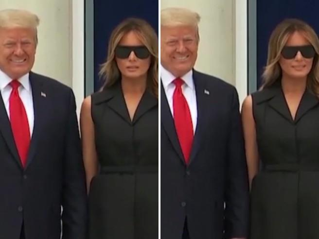 Trump chiede a Melania di sorridere ai fotografi: il video del sorriso forzato della First lady è virale