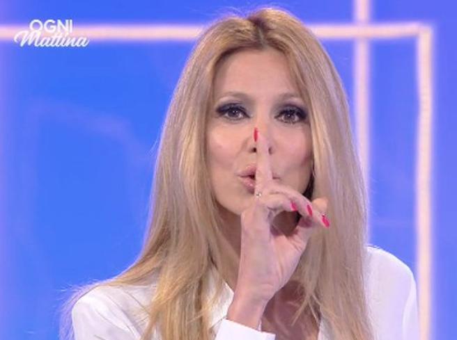 Adriana Volpe risponde a Giancarlo Magalli: «Da anni tenti di zittirmi, non ci riuscirai»