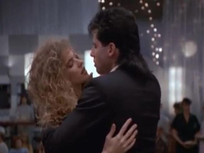 Kelly Preston e John Travolta, la scena del ballo in «Gli esperti americani»: sul set del film è nato il loro amore