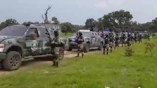 Messico, lo show di forza dei narcos: in un video con mezzi blindati e fucili d'assalto