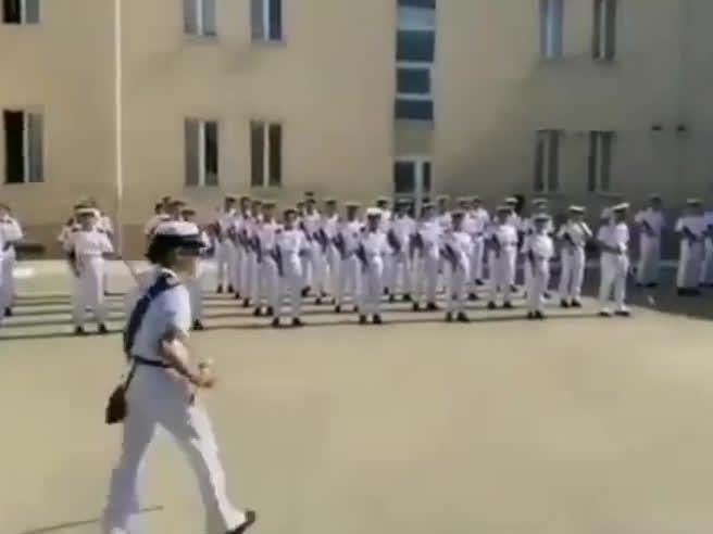 Il ballo dei marinai dopo il giuramento