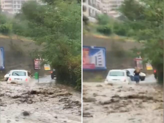 Messina: due persone escono dall'auto sommersa dal fango attraverso il finestrino
