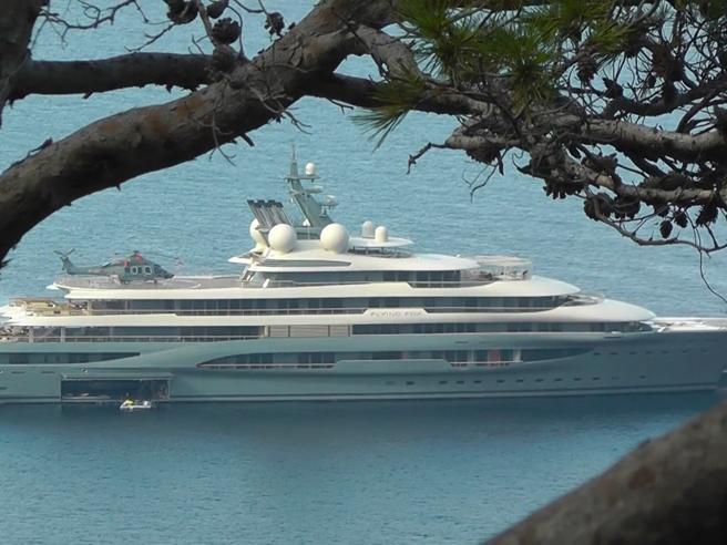 Ecco il Flying Fox: lo strepitoso yacht a noleggio più grande al mondo