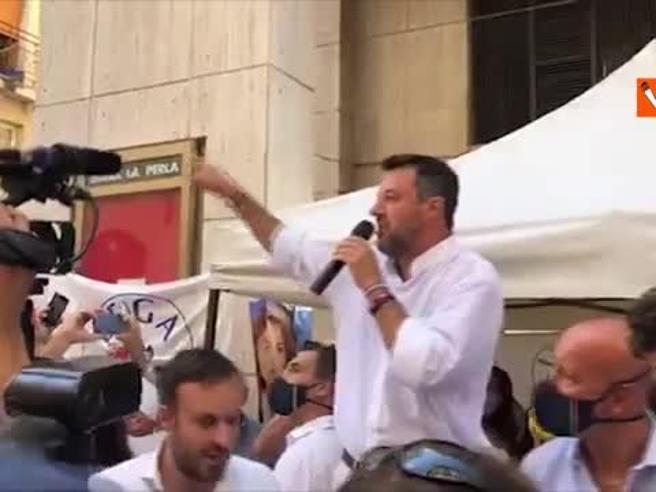 Salvini risponde ai contestatori: «Andate in cantiere invece di rompere le scatole»