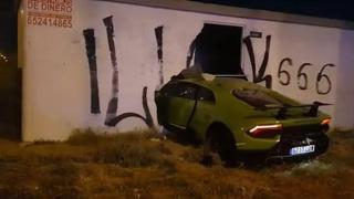 La Lamborghini Huracàn finisce attraverso il muro di un edificio
