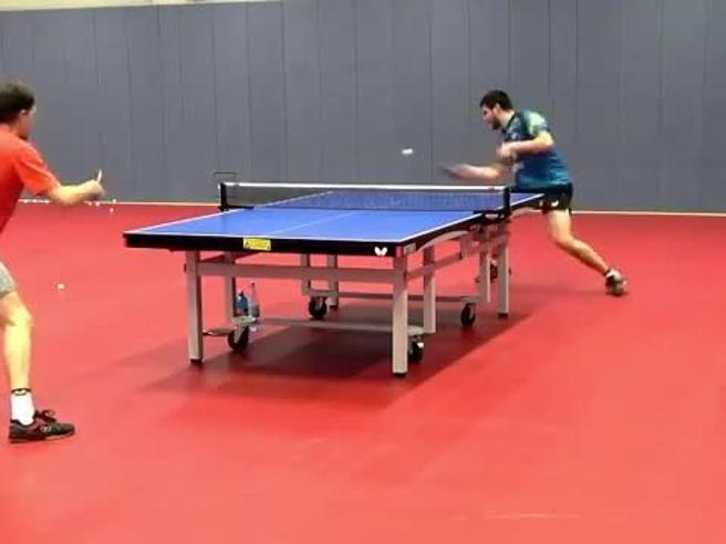 Ping pong, l'allenamento ipnotico del campione Ovtcharov