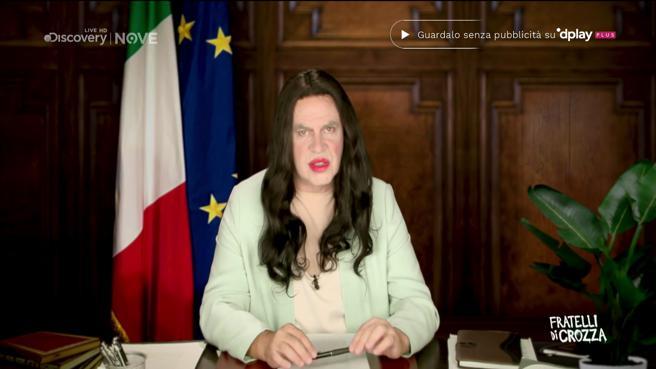 Crozza diventa la ministra Azzolina: «Le critiche? Sono solo corbellerie, scempiaggini»