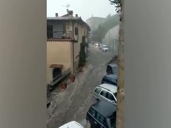 Bomba d'acqua ai Castelli Romani, strade come fiumi a Rocca di Papa