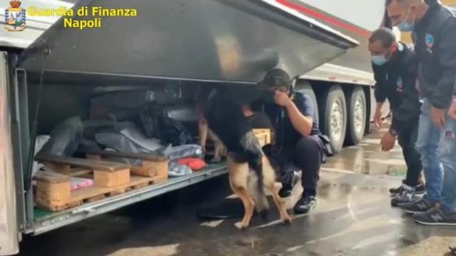Napoli Sequestrati 130 Chili Di Hashish Nel Doppiofondo Di Un Tir Corriere Tv
