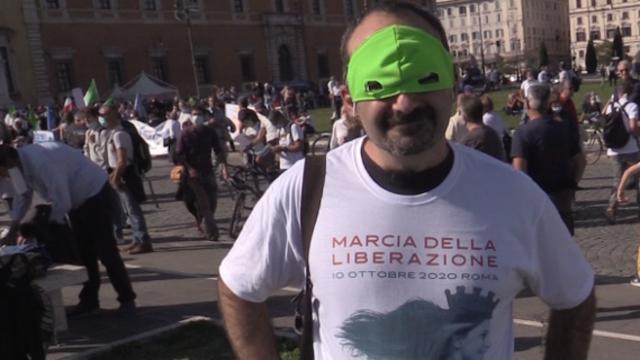 Ho il certificato», «soffro d'asma»: ecco chi erano i No mask in piazza San Giovanni - Corriere TV